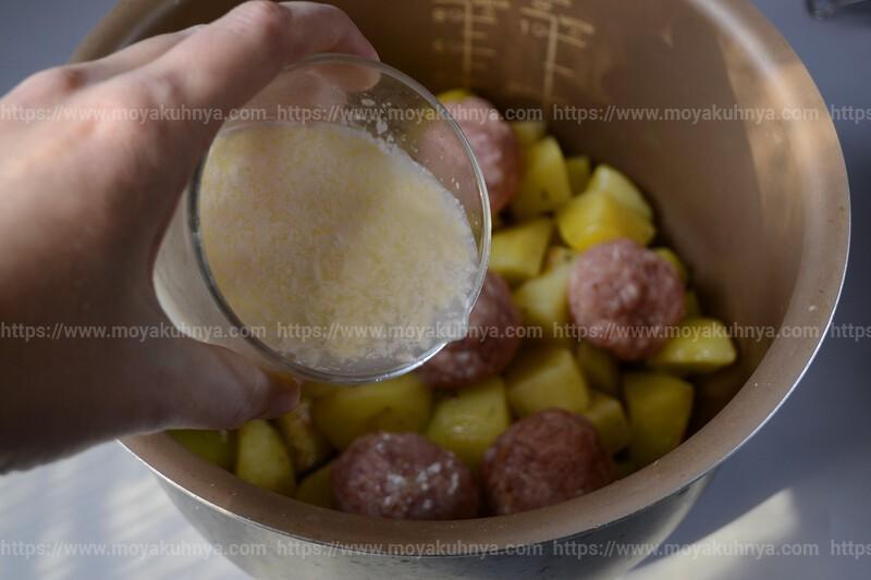 тушеная картошка с фрикадельками