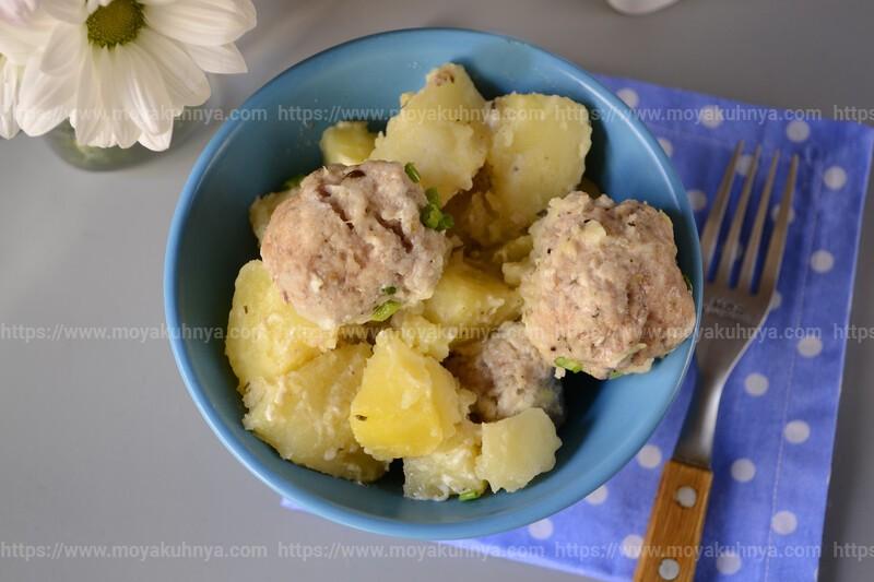 тушеная картошка с фрикадельками в мультиварке